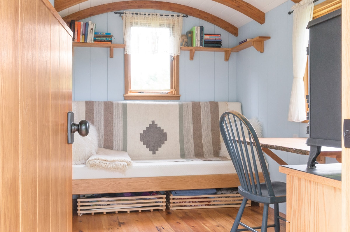 a gute shepherd hut interior sofa/double bed